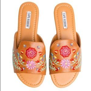 NEW Floral embroidery sandals